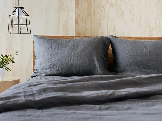 I love linen bedding